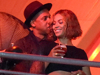 PHOTO: Beyoncé and Jay Z Snuggle Up at Music Festival