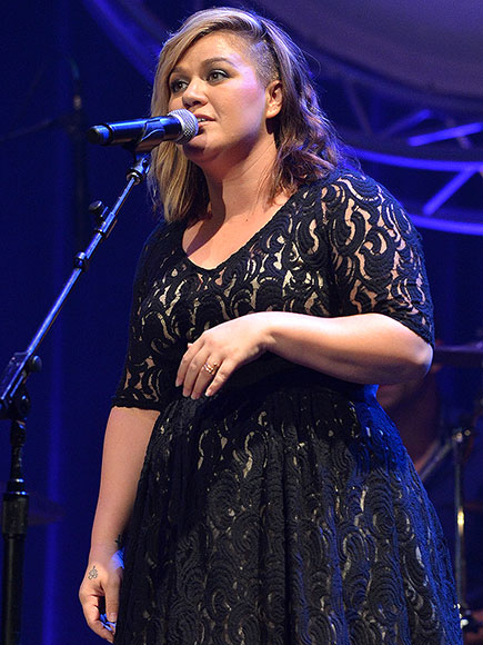 Kelly Clarkson Will Release a New Album in Early 2015