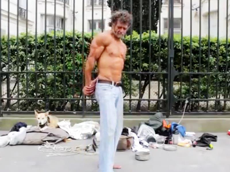Naked female bodybuilder struggles in rope - 1 2