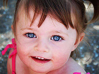 Bereaved Parents Pay It Forward to Honor the Little Girl They Lost