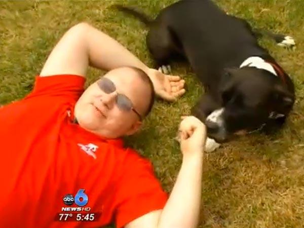 Τον έσωσε ο σκύλος του καλώντας το τηλέφωνο έκτακτης ανάγκης...