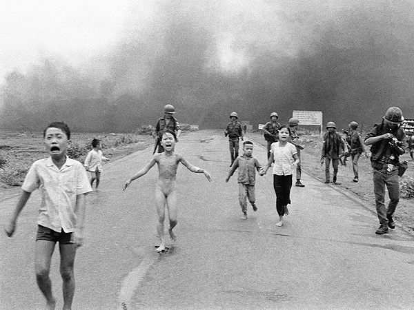 Nick Ut: Photographer Talks Kim Phuc 'Napalm Girl' Photo 42 Years Later