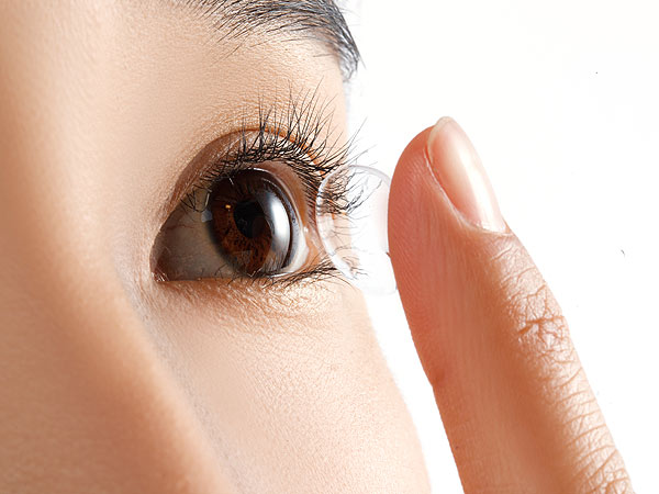 Amoebas Eat Woman's Eyeball After Wearing Contacts for 6 Months
