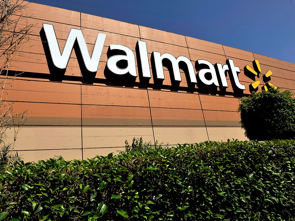 Teen Hides in Walmart in Corsicana, Texas for Four Days