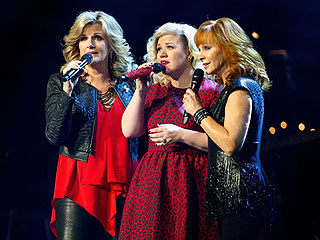 An ER Visit Doesn't Stop Kelly Clarkson from Killing It (and Raising $200K!) in Nashville