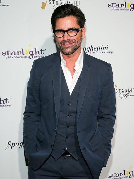 John Stamos surprises holiday shoppers by footing their bill