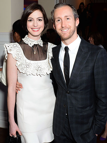 Anne Hathaway's Pregnancy: She Looks Even Happier Than ...
