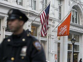 Gunman Kills Man, Shoots Himself at Manhattan Home Depot, NYPD Says