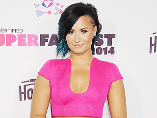 Demi Lovato Performs 'Cool for the Summer' at the MTV Video Music Awards