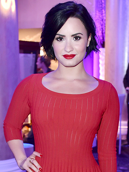 Demi Lovato Defends Her Cosmopolitan Cover : People.com