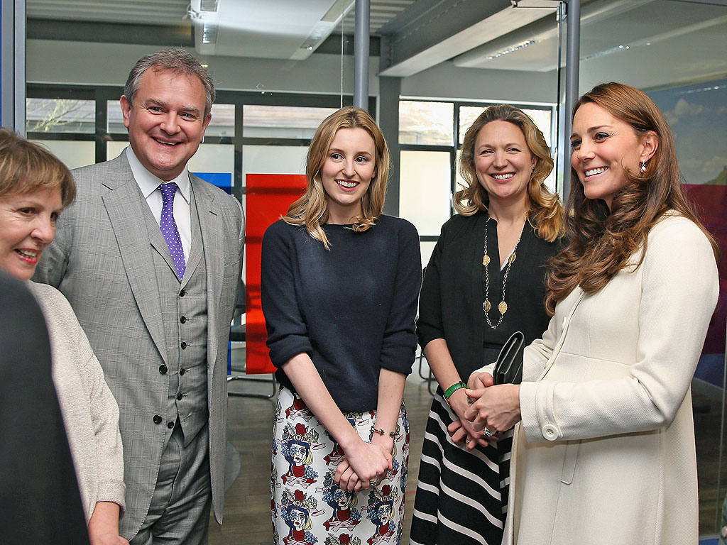 Princess Kate Poses with Downton Abbey Cast (PHOTO)