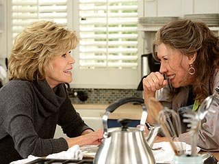 First Look: Jane Fonda and Lily Tomlin Reunite – on Netflix