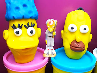 Simpsons Fan Performs Side-by-Side Synchronized Snacking With Homer (VIDEO)