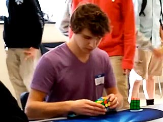 Teen Sets New World Record by Solving Rubik's Cube in 5.25 Seconds (VIDEO)