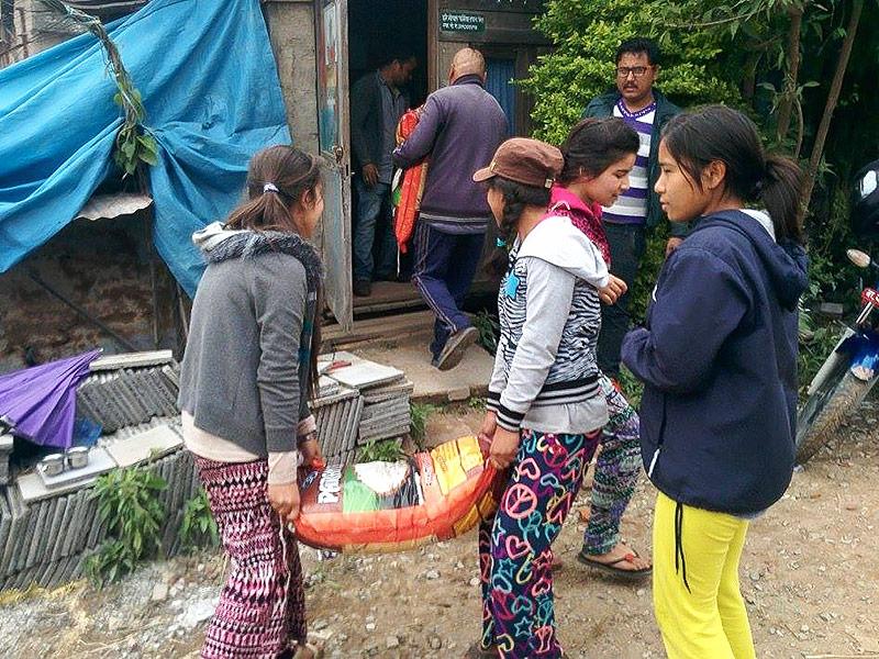Nepal Earthquake: Unatti Foundation Girls Cook for Survivors in Kathmandu