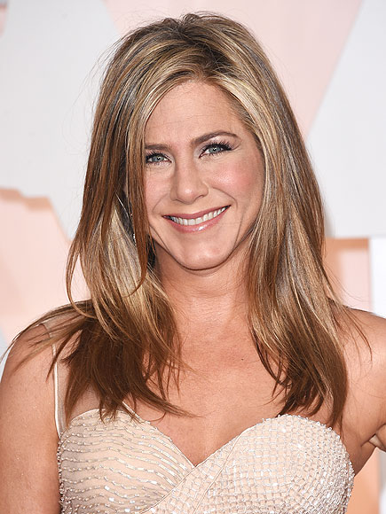 Jennifer Aniston Talks Kardashians, Social Media