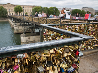 Quelle Horreur! Paris Removing Nearly 1 Million 'Love Locks' from Famous Bridge