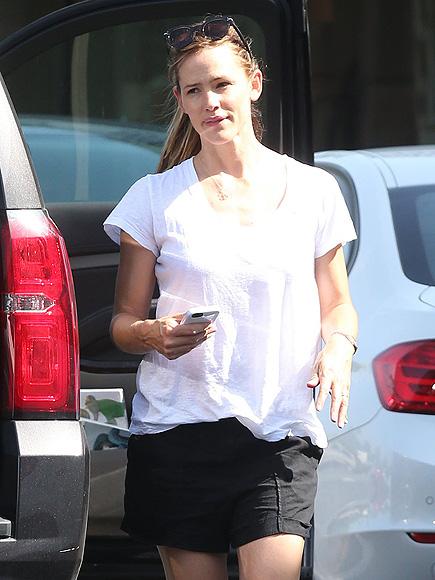Jennifer Garner Spends Day Out with Kids After Ben Affleck Affair Allegations