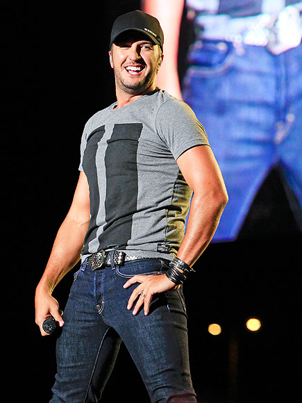 Luke Bryan to Hold Exclusive Concert to Celebrate New Album Kill the Lights