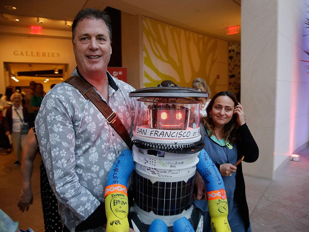 Hitchhiking Robot Coast to Coast Tour Across United States