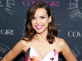 Ingrid Nilsen on Choosing Her Outfits for VidCon 2016: 'I Take Pictures of Them'