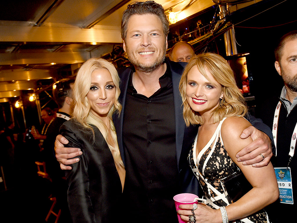 shelton divorced singles The voice star and his platinum wife met in 2005 while shelton was still married to first wife kaynette gern the two began dating in 2006 shelton proposed to lambert in 2010 the country power couple were married on may 14, 2011 fans knew shelton and lambert not only to be insanely in love, but also frequent collaborators.