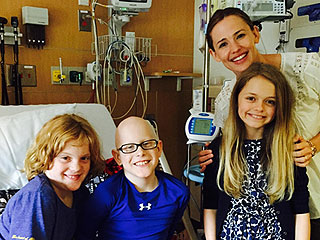 Jennifer Garner Makes Surprise Visit to Boy Undergoing Chemo at Atlanta Hospital