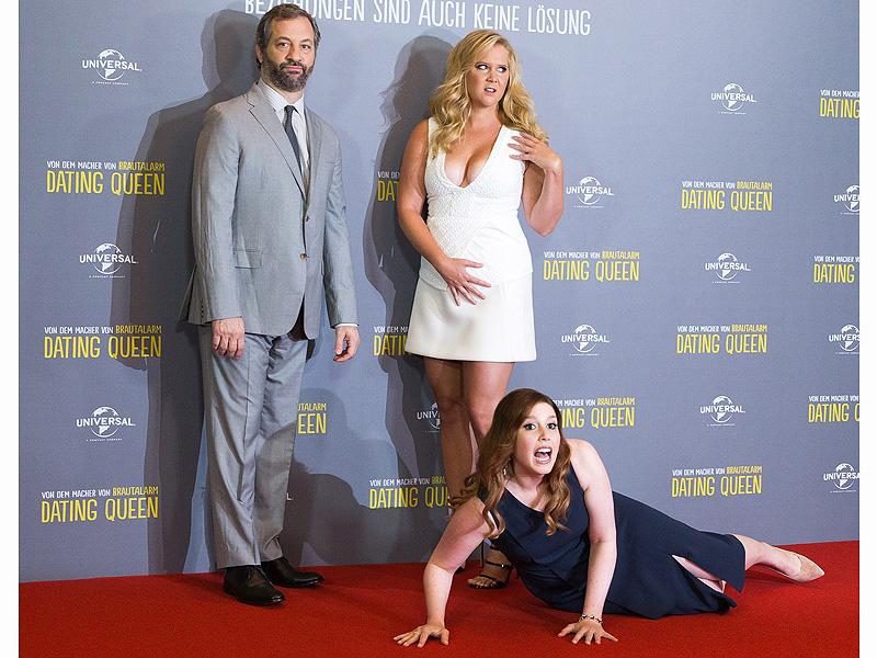 Amy Schumer, Vanessa Bayer Spoof Kim Kardashian and Kanye West Red Carpet Prank