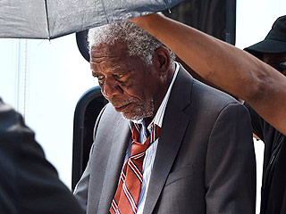 'Morgan Freeman Unharmed After Plane Forced to Make Emergency Landing' from the web at 'http://img2-1.timeinc.net/people/i/2015/news/150831/morgan-freeman-01-320.jpg'