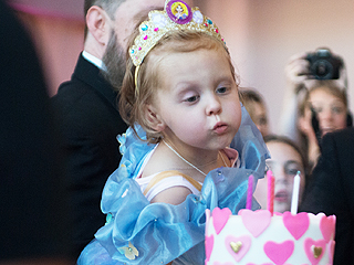 How a Small Oregon Town is Helping a 5-Year-Old with Terminal Cancer Live Out Her Dreams