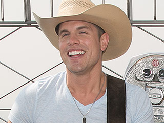 Find Out What Dustin Lynch Crossed Off His New York City Bucket List Today