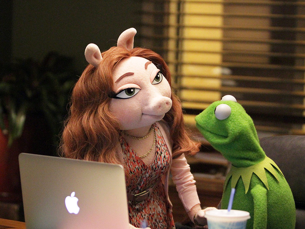 The Muppets: Kermit the Frog & Miss Piggy: New Girlfriend Photos