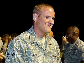 VIDEO: Injured Train Hero Spencer Stone Arrives Back in the U.S. as Crowd Cheers