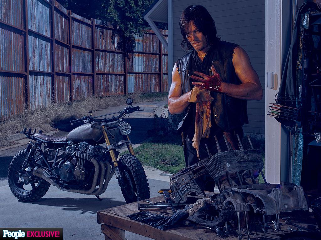 The Walking Dead: Norman Reedus in Season 6 First Look Photo