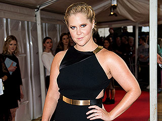 VIDEO: Amy Schumer Wraps Up Thanksgiving Weekend with Dad, Jokes About Their 'No Friendly Bones'