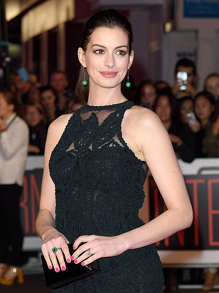 anne hathaway celebrates fellow alist peoples choice