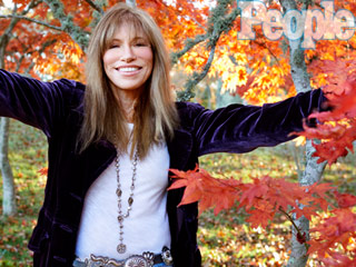 Carly Simon Launches #ICantThankYouEnough Campaign to Encourage Fans to Share What They're Grateful For