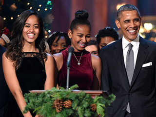 See President Obama, Sasha and Malia's Shopping Haul from Small Business Saturday