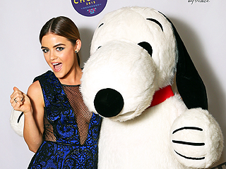 How to Pose with Snoopy at the Teen Choice Awards Photo Booth