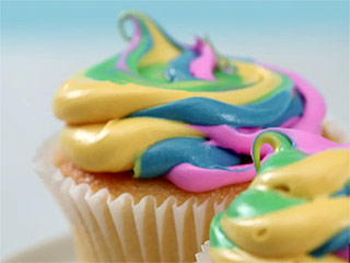 Make Beautiful Rainbow Cupcakes with This Simple Frosting Hack