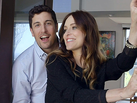 WATCH: Throwback Home Tour: Jason Biggs and Jenny Mollen Only Use Their Screening Room to Watch The Bachelor