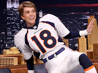 VIDEO: Kristen Wiig Makes a Pretty Convincing Peyton Manning on The Tonight Show