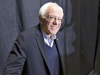 Bernie Sanders and John Kasich Win First Votes of New Hampshire Primary as Sanders and Donald Trump Hold Major Lead in Polls