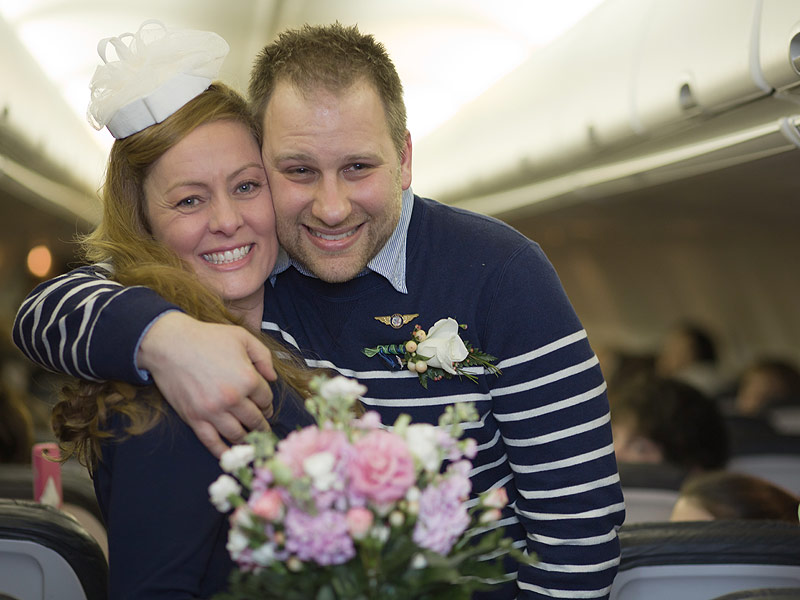 Couple Weds Mid-Flight to Fulfill Sick Mother's Request