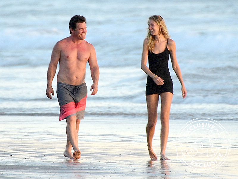 Josh Brolin and Fiancee Kathryn Boyd Pack on the PDA During Beach Day