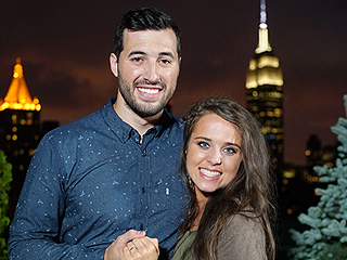 WATCH: Did Jinger Duggar's Hair Issues Cause Her to Miss Her Flight to Visit Fiancé Jeremy Vuolo?