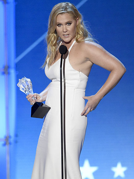 Critics Choice Awards: Amy Schumer Jokes About Belly During Acceptance Speech