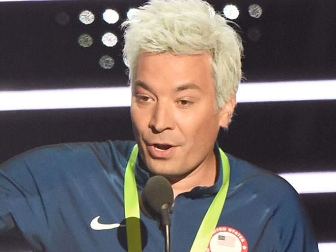 Jimmy Fallon Impersonates Ryan Lochte (Blue Hair and All) at VMAs