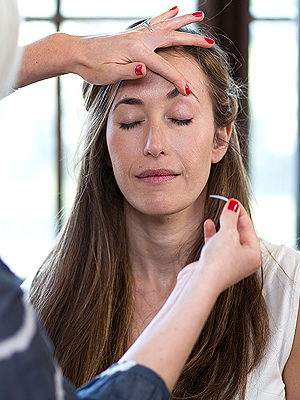 Here's How to Get a Completely Painless Eye Lift