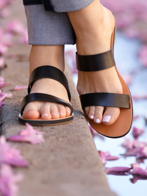 WATCH: Chic and Comfy Sandals You Can Wear Anywhere